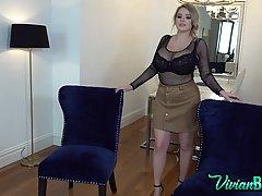 Блондинка показывает крупным планом огромные дойки пятого ра...