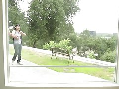 Брюнетка с большими сиськами занимается красивым трахом