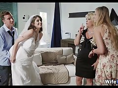 Невеста трахает возлюбленного глоткой при своих подругах кру...