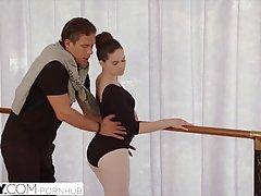 Балерина получила хороший трах после занятий потому что она это заслужила за усилия
