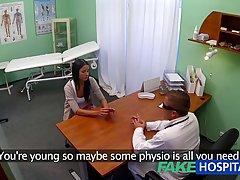 Очкастый студент в больнице отодрал молодую брюнетку в бриту...