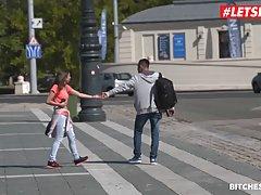 Парень после свидания привел молодую девушку домой и трахнул ее своим членом