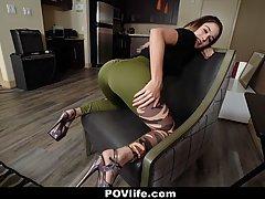 Подружка разделась до гола и встала на колени для минета от первого лица