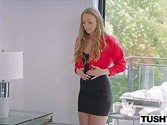 Молоденькая девушка подставляет свою попку для анального траха с опытным мужчиной