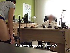 Брюнетка пришла на кастинг в офис и трахнулась с директором фирмы