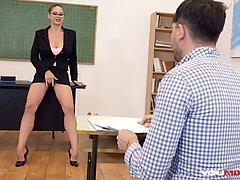 Грудастая мамочка училка прямо в кабинет занимается сексом с...