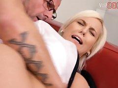 Блондинка после вагинала подставила попу для страстного анал...