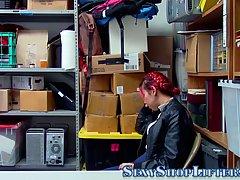 Охранник в офисе показывает азиатке, кто главный, трахая ее киску твердым членом