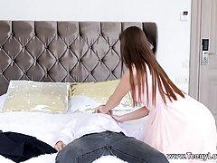 Брюнетка зашла в спальню к брату и напросилась на горячий хардкор секс