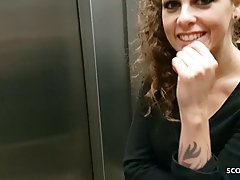 Парень снимает на камеру, как устроил подружке в лифте хардк...