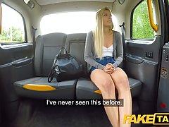 Таксист в машине развел сексуальную блондинку на анальный се...