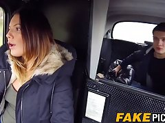 Таксистка с большими сиськами не против горячего хардкора в ...