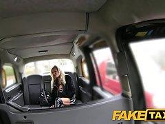 Распутная блондинка попросила таксиста чтобы он трахнул ее мозги вместо того чтобы ее возить