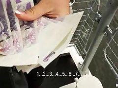 Блондинка показала сиськи за деньги а так как она возбуждена её тоже поимели