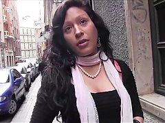 Застенчивой Латине нужны деньги поэтому она решила сделать порно видео с фейк агентом