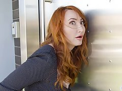 Red haired lady is so fucking happy that her new neighbors a...