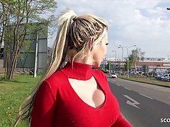 Парень пикапер снял на улице блондинку мамочку для реального траха от первого лица
