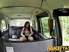Озабоченный таксист трахает свою горячую клиентку потому что у нее нет денег за проезд
