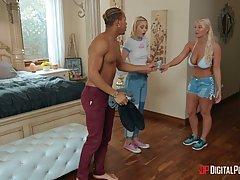 Блондинка увидела большой член чернокожего и раздвинула перед ним ноги