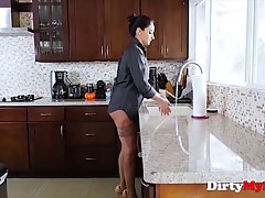 Lonely woman, Sheena Ryder decided to cheat on her husband u...