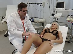 Sedyctive blonde woman had casual sex with her gynecologist ...