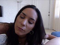 Брюнетка с большими сиськами вместе с другом снимают секс от первого лица