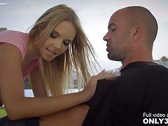 Красивая блондинка приехала к бизнесмену на анальный секс и ...