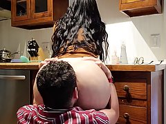 снимает домашнее порно, как долбит толстушку-жену с огромной...