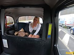 Horny blonde babe got plowed on the back seat of the taxi, u...