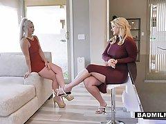 Две блондинки сделали утренний горловой минет обалденному ст...