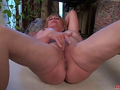 Phoenix Skye is masturbating in the garden while no one is w...