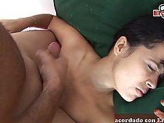 Молодая брюнетка на кровати по принуждению занимается сексом со старым мужиком