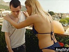Блондинка пожалела своего пасынка и подставила для анала свою тугую попку