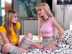 Kenzie Reeves is blonde babe who likes social media challeng...